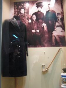 """Машко палто во стилот """"ала франга""""Извор: теренски истражувања, НУ. Завод и музај, Битола"""
